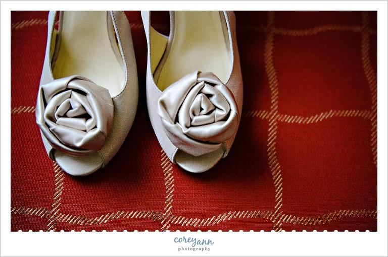 gold kate spade high heels with roses