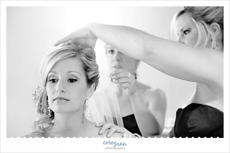 bride getting veil put in before wedding ceremony
