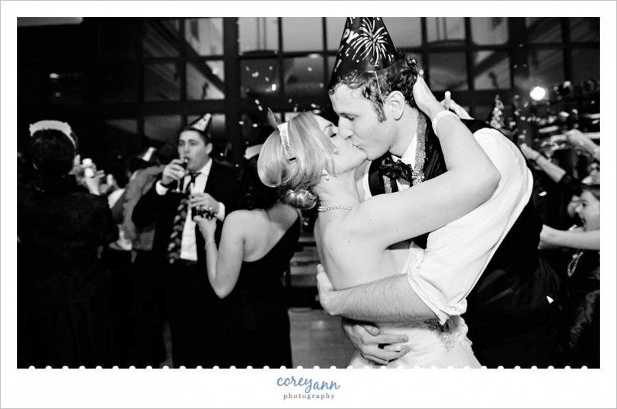 bride and groom kissing at midnight on new years eve during wedding at the club at key center