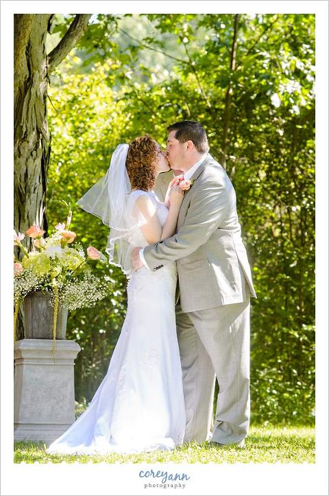 first kiss during wedding ceremony in ohio