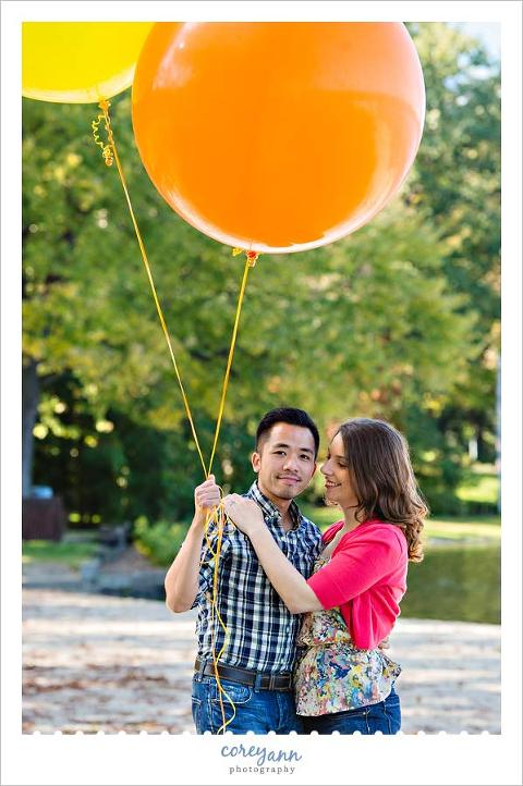 engagement session with big balloons in autumn