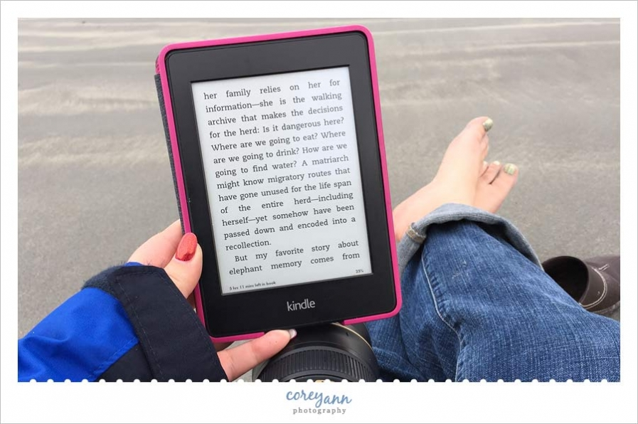 reading a kindle on the beach