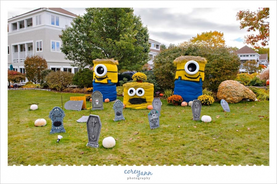 Meadowmere Resort Minion Hay Bales for Ogunquitfest