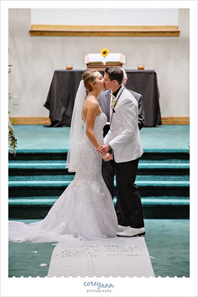 Wedding ceremony at Louisville Church of Christ