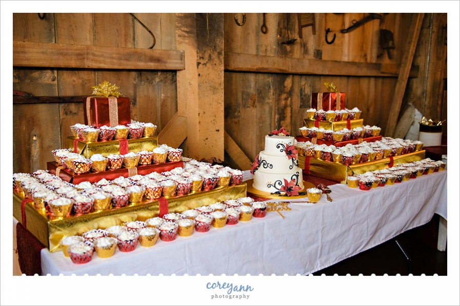 Cupcakes at wedding reception at Brookside Farms