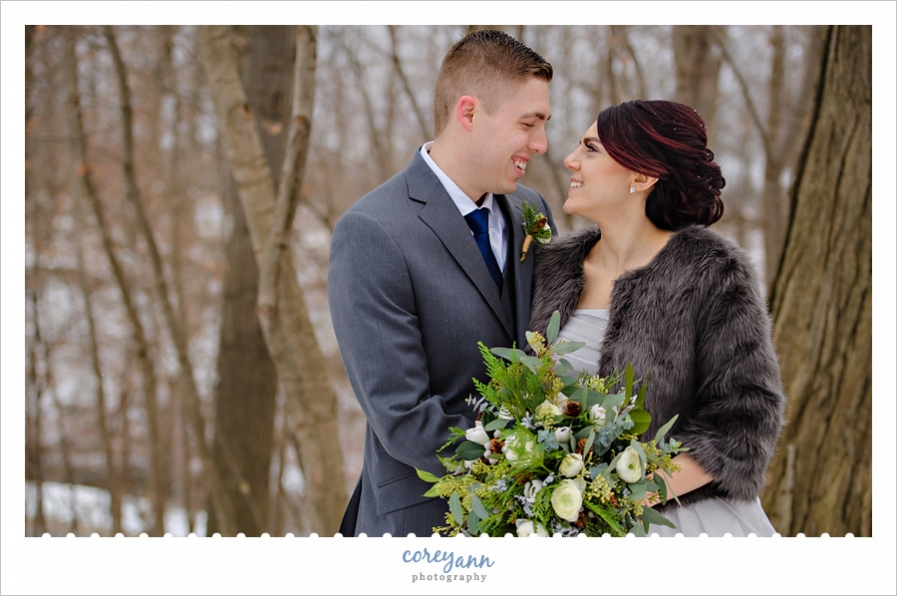 Outdoor winter wedding photos in Ohio