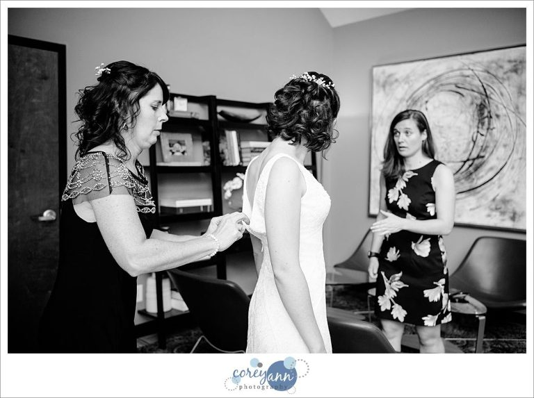 bride getting ready for wedding at sapphire creek winery